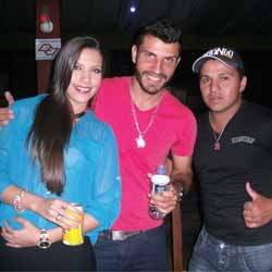 Pagode Vip agita a galera do Rancho Show Bar