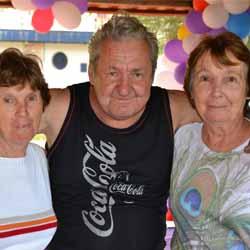 Pim festeja seu aniversário com família e amigos