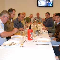 João Carlos Camolesi reúne amigos em jantar