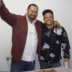 Júlio Sampar e Marcelo ganham festa surpresa