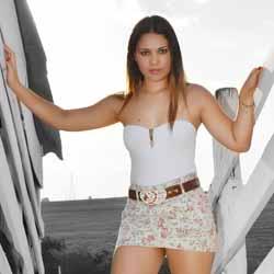 Natália Duarte é clicada por Rodrigo Escaramboni