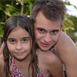 Leonardo e Flávia Barconi fazem aniversário