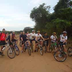 """Equipe """"Sou + Bike"""" realiza trilha pela região"""