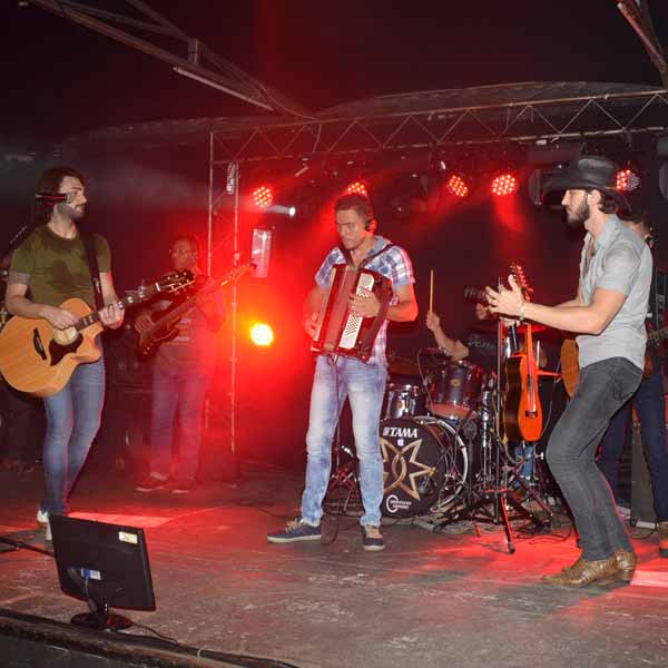 João Lucas e Pedro anima o Rancho Show Bar