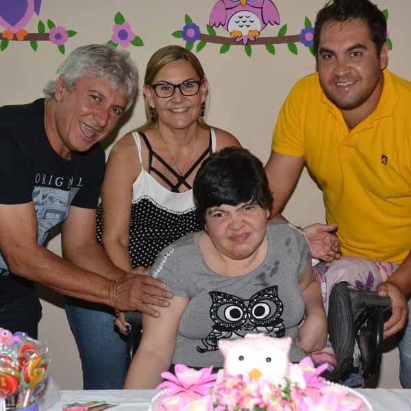 Ketly Nayara comemora aniversário com festa