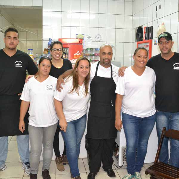 Jakeline Canevari anima a galera da Lanchonete & Choperia do Fábio