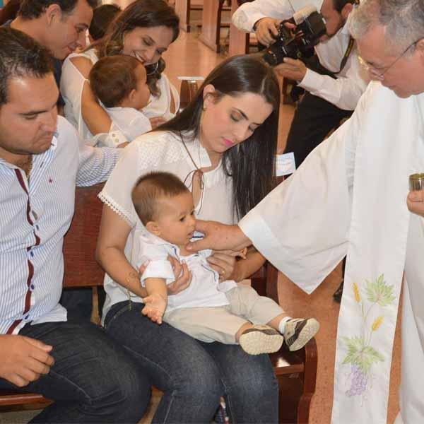 Conrado recebe o sacramento do batismo