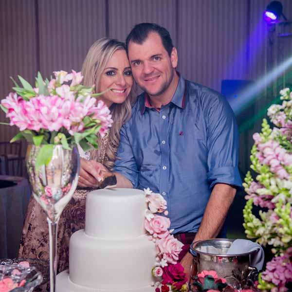 Rodrigo Garms e Suelen Dalalio ficam noivos
