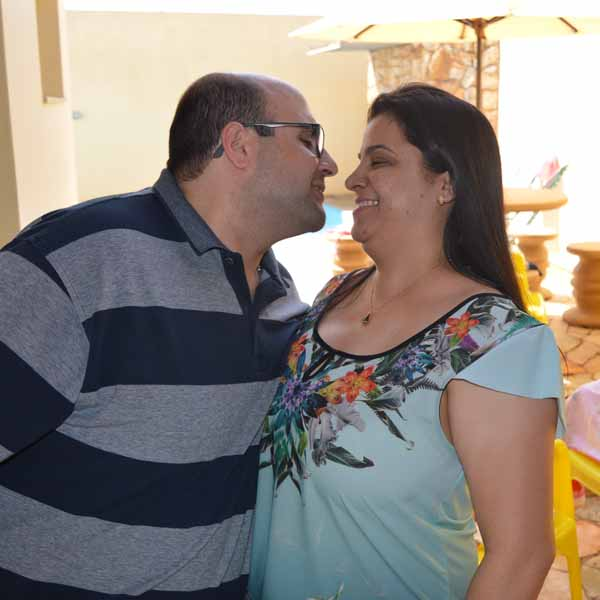 Ana Cláudia comemora seus 35 anos ao lado da sua galera
