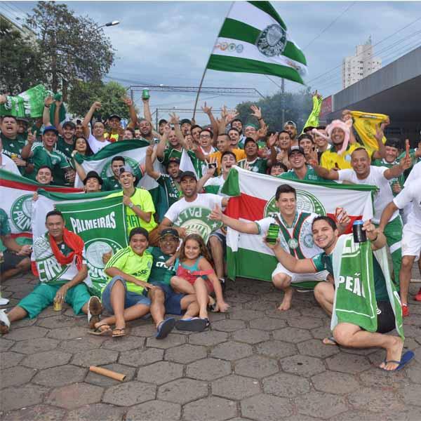 Paraguaçuenses saem às ruas para comemorar a vitória do Palmeiras
