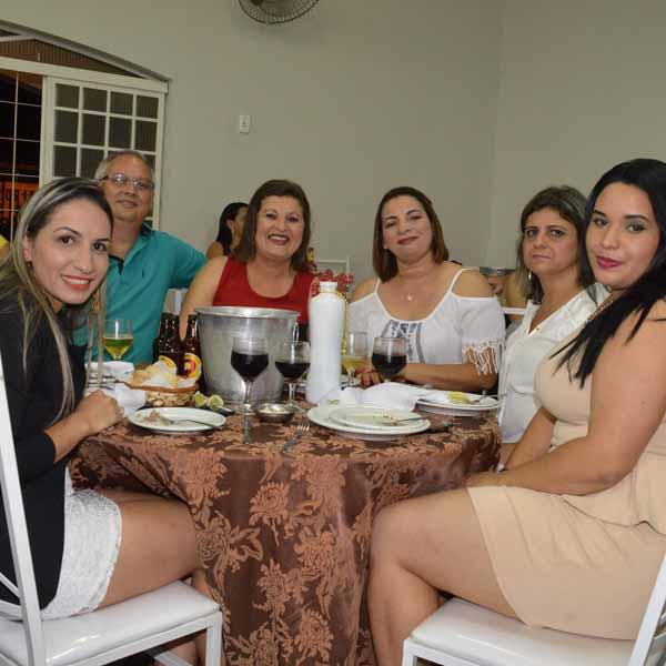 Equipe da Santa Casa se confraterniza com jantar