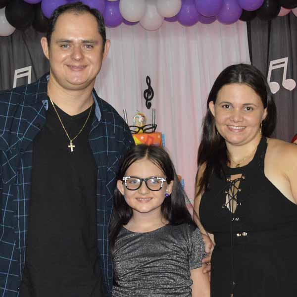 Eduarda completa 7 anos e comemora no Empório da Alegria