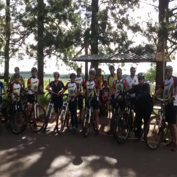 Equipe 'Sou + Bike' pedalam pelas trilhas de Sapezal e do Horto Florestal