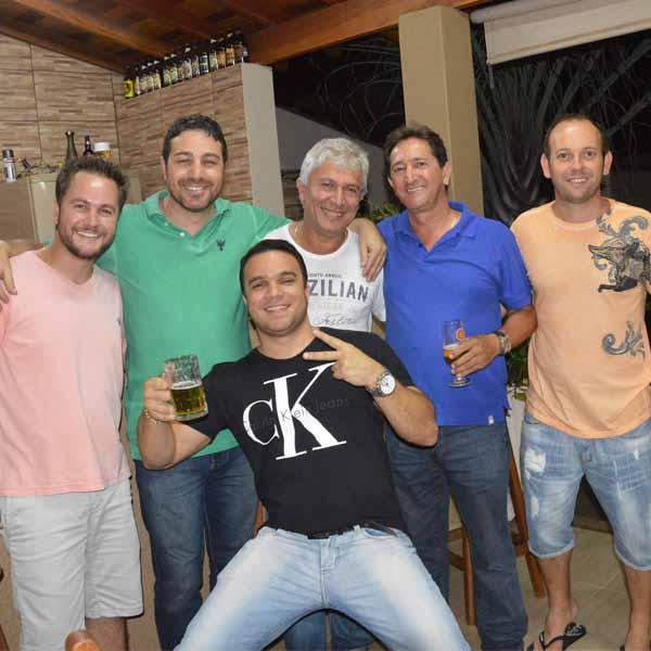 Fabiano Mendes reúne a galera para comemorar o seu aniversário