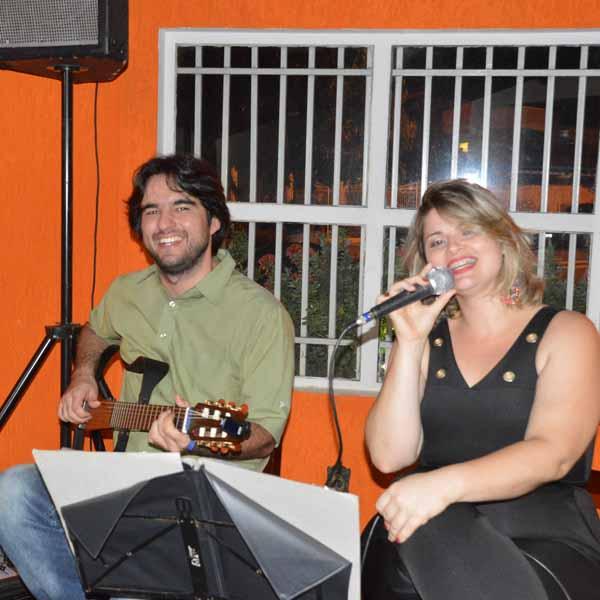 Tiago Abreu e Suelen Gomes animam a noite de sábado na Dom Pepe