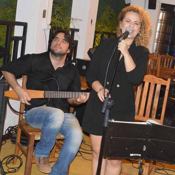 Luss Choperia recebe Thais Fonseca e Tiago Abreu