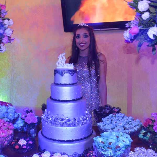 Ana Julia ganha festa de debutante