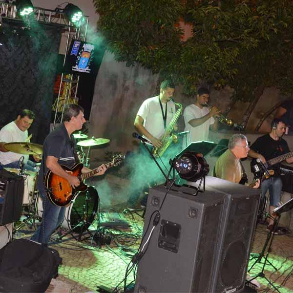 Banda Farol se apresente na Praça Isidoro Baptista