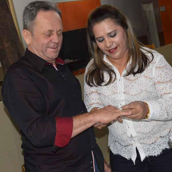 Rosalina e Nivaldo ficam noivos