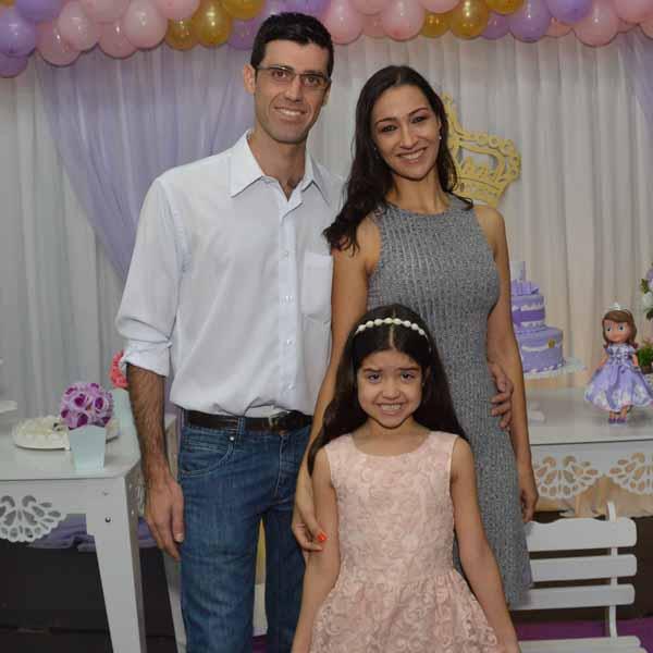 Mariana Reis comemora 6 aninhos com festa no Julia's Buffet Kids