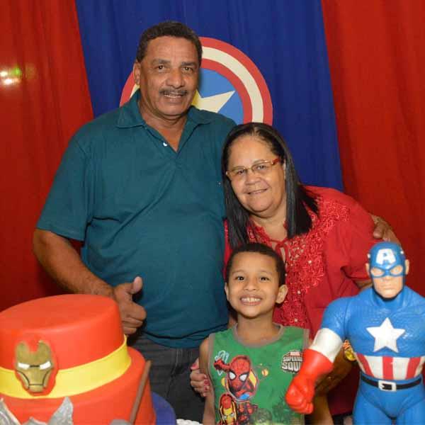 Pedro Manoel apaga velinhas com festa dos Super-heróis