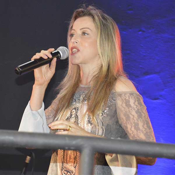 Adriana Arydes e Padre Cleidimar Moreira fazem show em Paraguaçu Paulista
