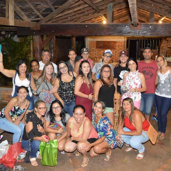 Julia's Buffet reúne equipe para celebração