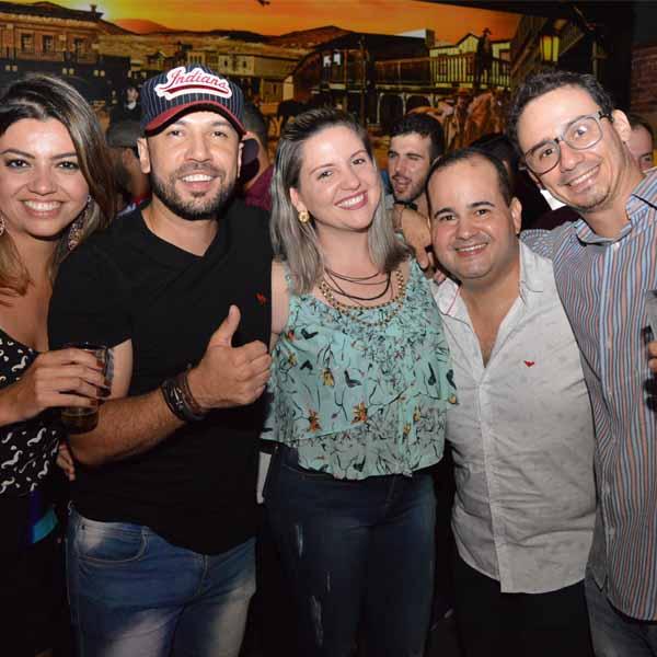 Mais uma noite de casa cheia no Jesse James de Paraguaçu