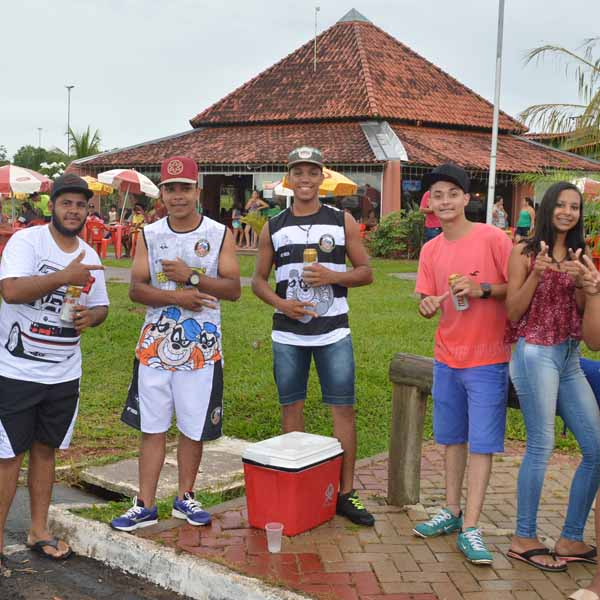 Galera curte três dias de Carnaval no Grande Lago