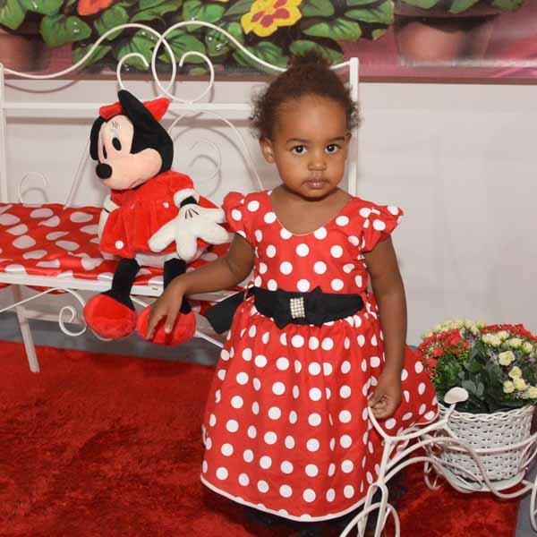 Ana Alice faz 2 aninhos e ganha festa da Minnie