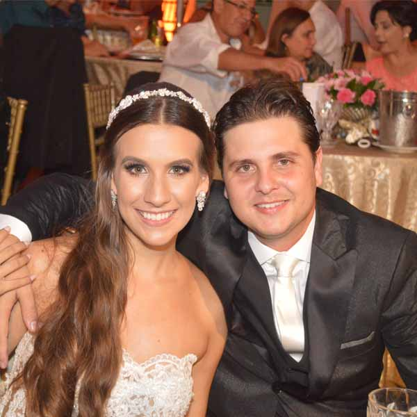 Nycolle Crispim e Hugto Strada se casam e comemoram em grande estilo
