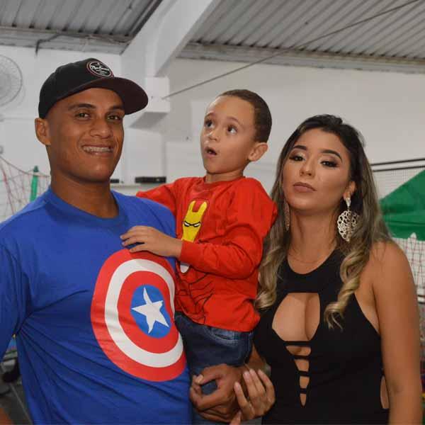 Pedrinho comemora 4 anos com festa dos Vingadores