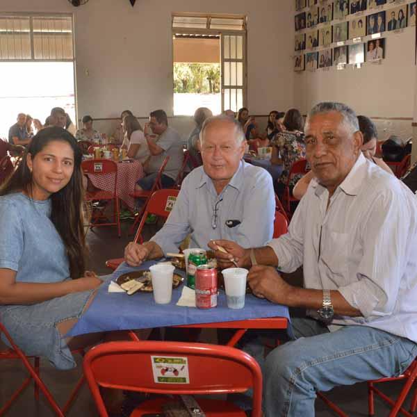 Almoço à Mineira leva dezenas de pessoas ao Lions Clube