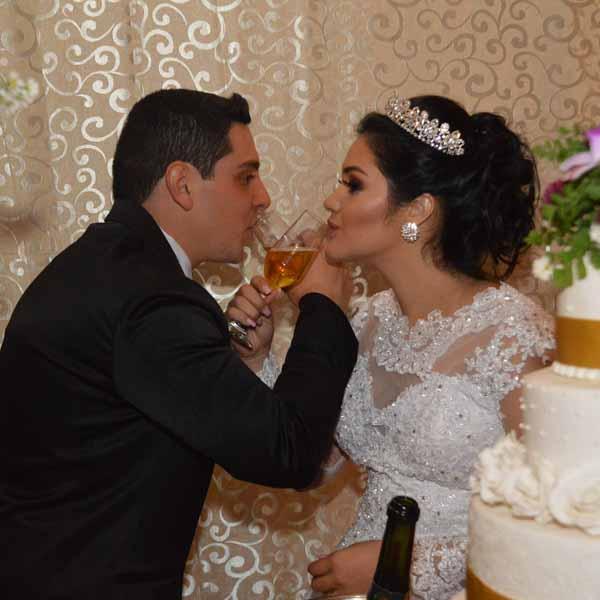 Denis e Bárbara se casam e celebram com linda festa