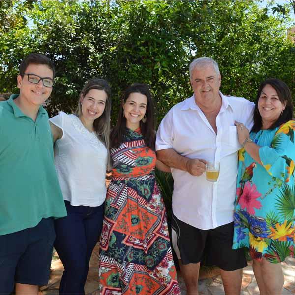 Francisco Alves, da Imobiliária Morada, confraterniza entre familiares e amigos