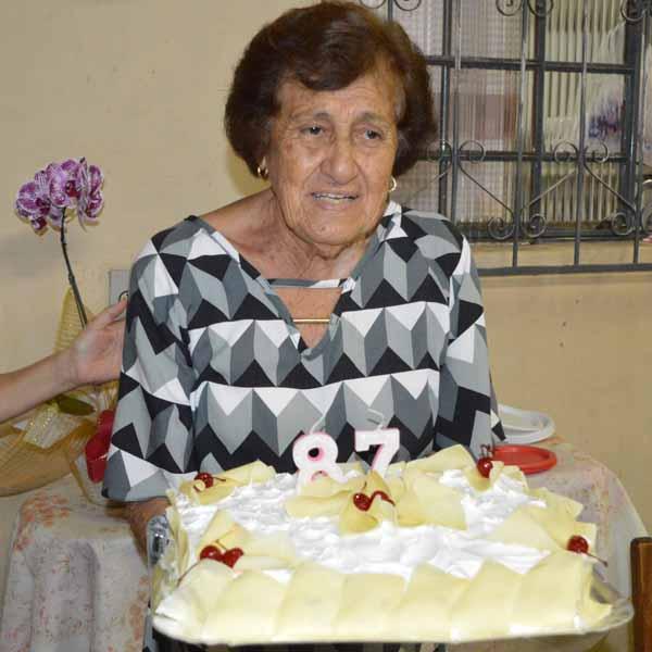 Dinair Furtina Costa comemora 87 anos de idade com festa