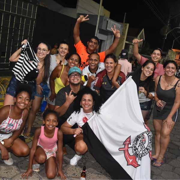 Paraguaçuenses saem às ruas para comemorar a conquista do Corinthians no campeonato paulista