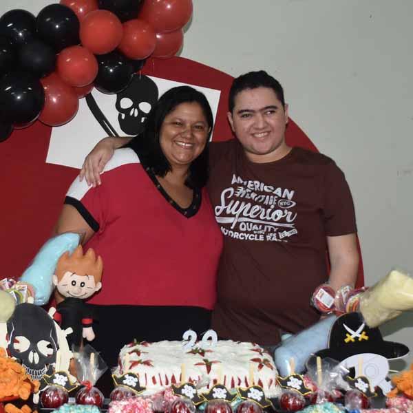 Douglas Paião completa 20 anos e comemora com festa