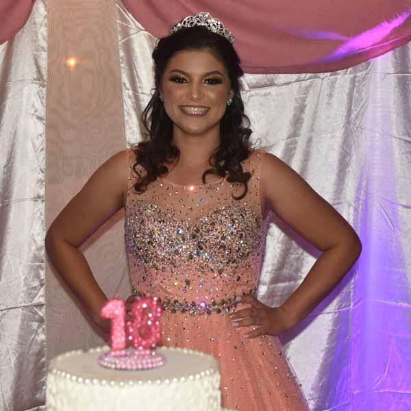 Ana Júlia ganha linda festa em celebração aos seus 18 anos