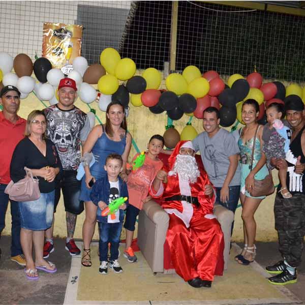 Lanches Santa Rica recebe Papai Noel no último dia 22.