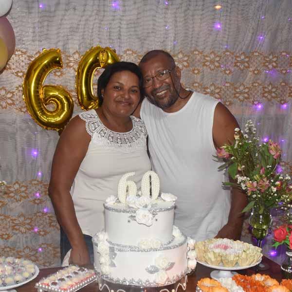Rosangela comemora com festa a chegada de seus 60 anos.