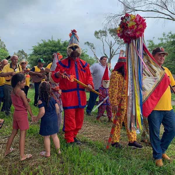 """""""Folias e Bandeiras"""" aconteceu no Campinho neste final de semana em Paraguaçu"""