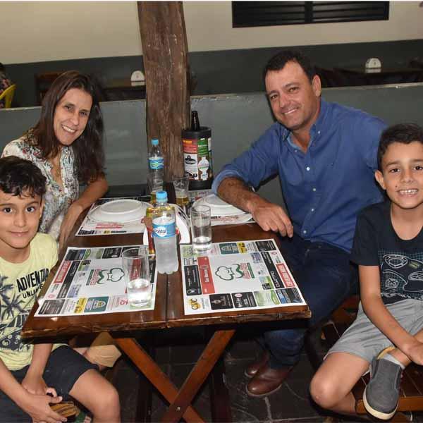 Dom Pepe Pizzaria recebe Cidão Voz & Percussão