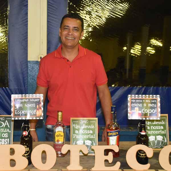 Marcelinho Rosa comemora 49 anos com festa