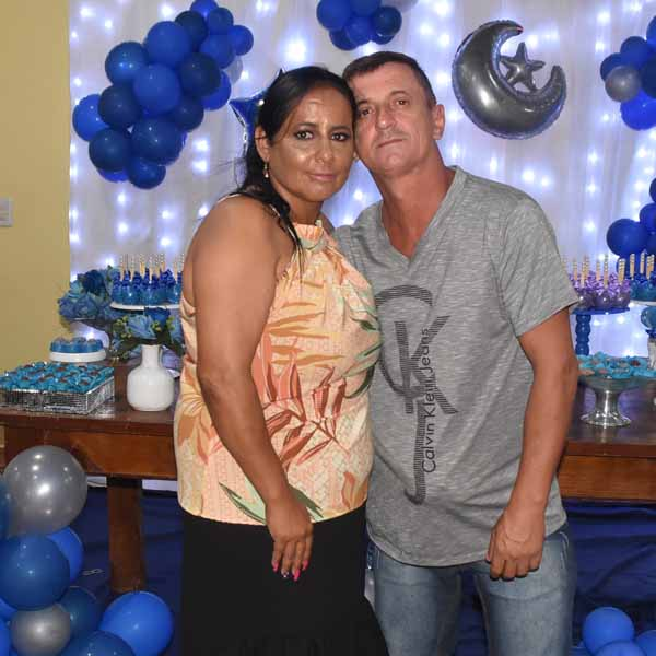 Roseli Meireles completa 44 anos de idade com festa