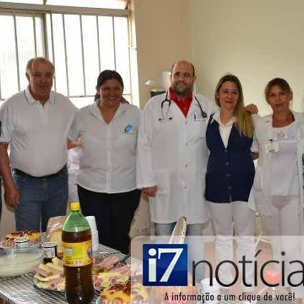 RETROSPECTIVA - DEZEMBRO 2013 - Equipe da Santa Casa ganha café da manhã de Natal