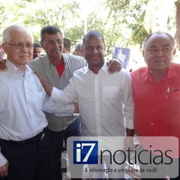 RETROSPECTIVA - 02/06/2014 - Marcelinho Carioca visita a Central Esportes