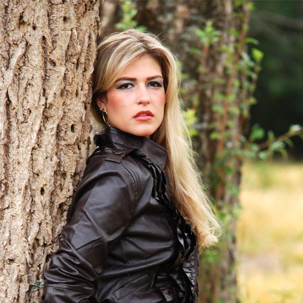 RETROSPECTIVA - 18/07/2011 - Suelen Baldotto arrasa em sessão fotográfica para o Teen da Semana