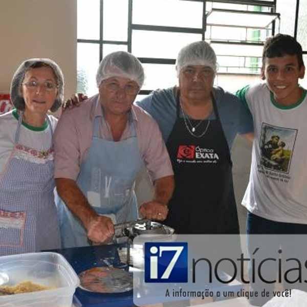 RETROSPECTIVA - 16/06/2014 - Tradicional almoço de Santo Antonio é sucesso