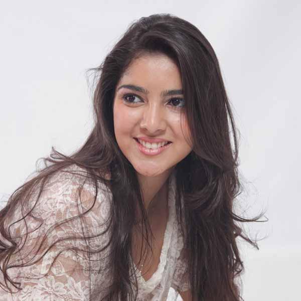 RETROSPECTIVA - 26/12/2011 - Encerrando 2011, Bárbara Miguéis Maluf posa para os click's da Teen da Semana